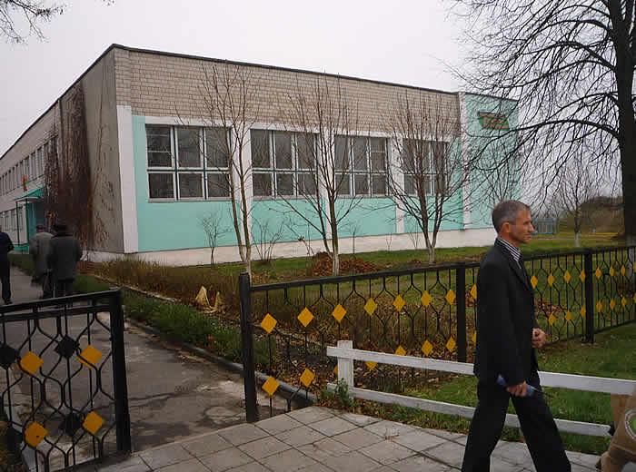 Visiting with Headmaster of Zilinochi School.